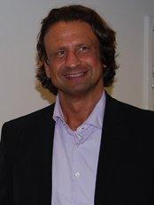 Dr Tamas Mantse - Surgeon at Pro Hair Transplant Clinic