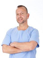 Rainbow Beauty Budapest - hair transplantation - Dr Miklós Molnár