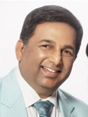 Dr Apoorva Shah - Surgeon at Richfeel Trichology Centre - Mumbai