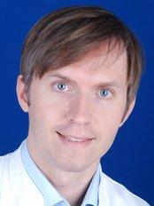 Dr Denis Alekseev -  at Transhair - Oirsbeek
