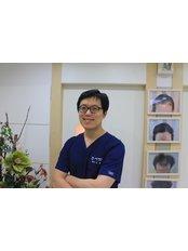 Dr Seunghyun Kim - Surgeon at Dream Hairline Surgery