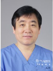 Dr  Youngho Park - Surgeon at Dream Hairline Surgery