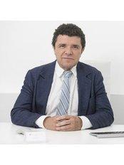 Dr Vila Rovira - Surgeon at Clinica Trasplante Depelo - Barcelona