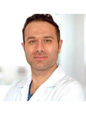 Dr. Mehmet Oğuz Kaan  Önder - Arzt - TRANSES Klinik für Haartransplantationen