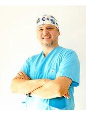 Dr. Gokhan Gur - Arzt für Ästhetische Medizin - Clinic Center Türkei - Zentrum für Haartransplantationen