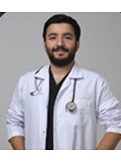 Dr. Caglar Firat Armagan - Chirurg - TRANSES Klinik für Haartransplantationen