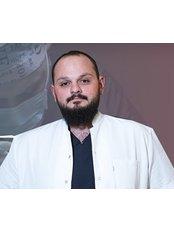 Dr. Batuhan Kurtoglu - Chirurg - TRANSES Klinik für Haartransplantationen