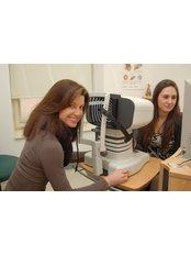 Laser Eye Surgeon Consultation - Refrakční Centrum Praha s.r.o.