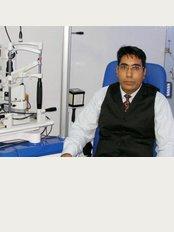 Harpreet Eye & Dental Care Centre & Lasik Centre - Dr Hrpreet Singh eye  surgeon jalandhar