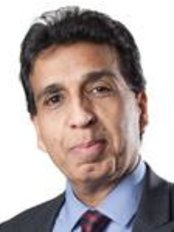 Dr Malcolm Samuel - Ophthalmologist at Optimax - Hammersmith