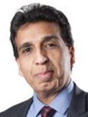 Dr Malcolm Samuel - Ophthalmologist at Optimax - Northampton
