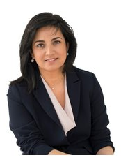 Miss Lucia  Pelosini - Consultant at Centre For Sight - East Grinstead - England