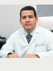 Dr. Felix Ramón Escaño Gil - Centro Médico Escaño, Av. Dr. Delgado No. 2, Gazcue, Santo Domingo,