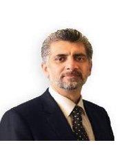 Dr Hisham Abdel Baki - Doctor at Clinic Knee and Thigh