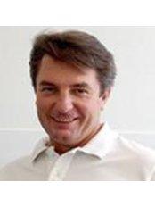 Dr Vadim Reva -  at WIM Wirbelsäulen-Institut München