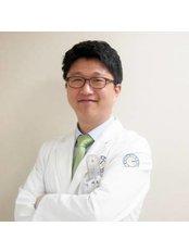 Dr Dae-hyun Tak - Doctor at Yonsei Sarang Hospital