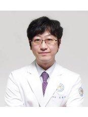 Dr Yong-sang Kim - Doctor at Yonsei Sarang Hospital