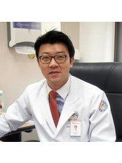 Dr Dong-bum Huh - Doctor at Yonsei Sarang Hospital