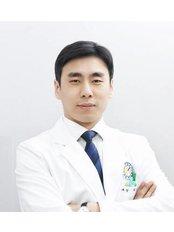Dr Dong-suk Seo - Doctor at Yonsei Sarang Hospital
