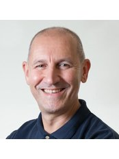 Mr Chris Constantinou - Physiotherapist at Melbourne Physiotherapy Group