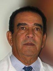 Dr. Manuel Espaillat Cirujano Plástico - Medicalnet - Plastic Surgery Clinic in Dominican Republic