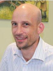 Scott Smith Orthodontics - Dr Scott Smith (BDS FRACDS MOrthRCS DocClinDent(Ortho)).