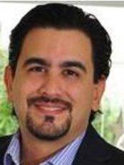 Dr. Mario Alvarenga - Cirujano Plástico - Plastic Surgery Clinic in Costa Rica