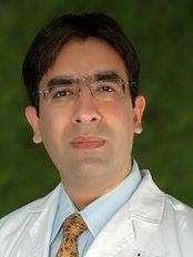 Dr. Jaspreet MS;MCh(UK);Fellow(USA) - Dr Jaspreet Sran