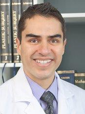 Dr. Erik Márquez - Plastic Surgery Clinic in Mexico