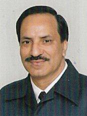 TAKKAR DENTAL CLINIC - Raj Kumar Takkar