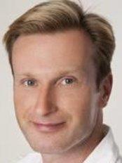 Dr. Charles A. Smith, Praxis für Fortschrittliche Ästhetische Zahnheilkunde - Dental Clinic in Germany