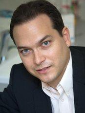 Dr. Greg Pataki - Klinik für Plastische Chirurgie in Ungarn