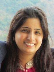 Ar 32 Signature Smiles Executive Poly Dental Care - Dr Rashmi Bamane