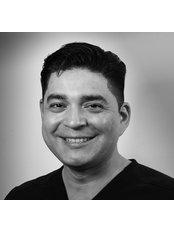 Dr Hector  Garza - Dr Héctor Garza