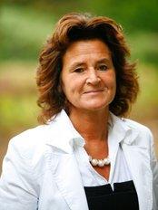 Nele Vos - Bonheiden - Plastic Surgery Clinic in Belgium