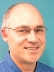 Harpenden Orthodontics - Dr Pieter van Heerden
