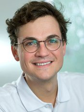 Dr. Maximilian Blume - Dental Clinic in Germany