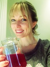 Laura + The Machine - Laura on a juice detox