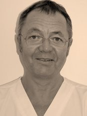 Pieter J van Heerden - Dental Clinic in the UK