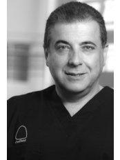 Clínica CosDent Dr. Roberto Sauma - Dr. Roberto Sauma F.