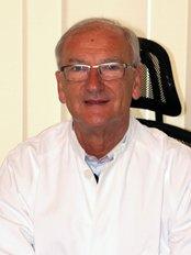 Prof. Dr. Nedim Pipic - Vienna - Plastic Surgery Clinic in Austria