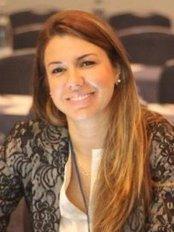 Dra. Kamila Godoy - Ortodontia - Tijuca - Dental Clinic in Brazil