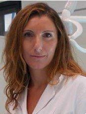 Daniela Adamo - Studio di Napoli - Dental Clinic in Italy