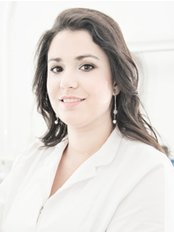 Dr. Thais Leal - Dental Clinic in the
