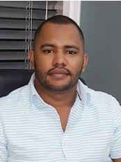 Dr. Sandy Vizcaino, Odontologia Estetica - Dental Clinic in Dominican Republic