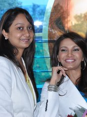 Ritu Dental Clinic:Ritzy Dental Lounge - Dr Ritu at her lounge With Former Miss World Diana Hayden
