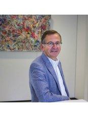 Dr Jacques Duchateau - Chirurgien esthétique - Dr Jacques Duchateau - Chirurgien esthétique