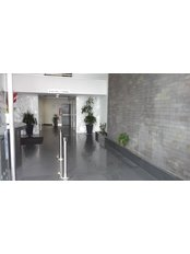 The Dental Clinic & GT Concept Asociados - entrance of the clinic