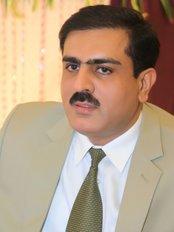 Dr. Yawar - Consultant Plastic, Cosmetic, Hair Transplant Surgeon - Dr. Yawar