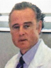 Dr. Nicolás Álvarez Peñate - Plastic Surgery Clinic in the